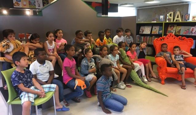 Zo'n zestig kinderen sloten vorige week de Zomerschool af met een musical. Ze maakten uitgebreid kennis met de Nederlandse cultuur en leerden de Nederlandse taal. Dat gebeurde onder andere door ademloos naar Nederlandse kinderfilms te kijken.