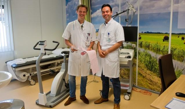 Marc Brouwer (Radboudumc) en Marc Gomes (CWZ) staan klaar voor patiënten van het Hartcentrum. (Foto: Maaike van Helmond)