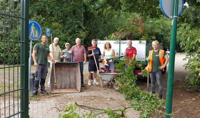 Mooie samenwerking tussen vrijwilligers en Verheij Groen. Foto: Cees Lock