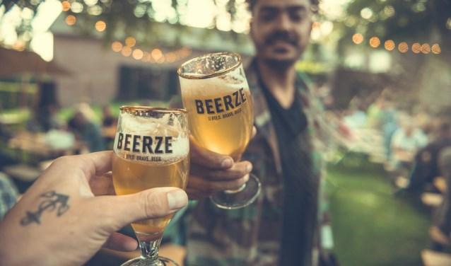 Het Proostfeest in Vessem is dè plek om met speciaalbieren te toasten op het goede leven en deze daarna te proeven. FOTO: Jasper Langenhoff.