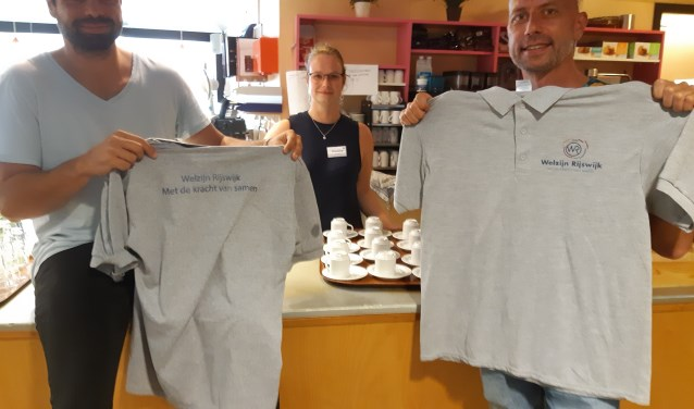 Dennis en Johan presenteren met trots het nieuwe logo van Welzijn Rijswijk.