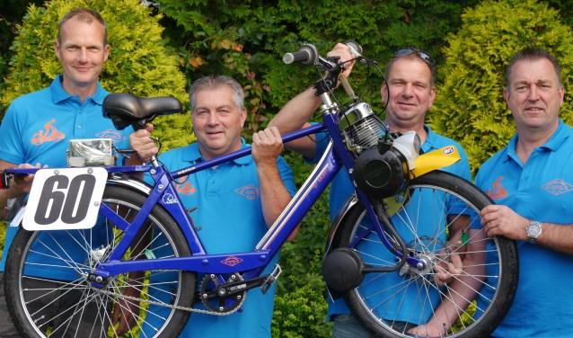 Alex, René, Corné en Martin nemen al tien jaar deel aan de 24-uur solexrace in Heeswijk-Dinther.