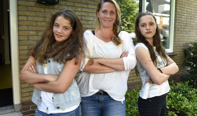 Guusje van Oosten, trainer Hanneke Kinds en Maartje Verhoeven confronteren pesters met hun gedrag. Foto: Marianka Peters