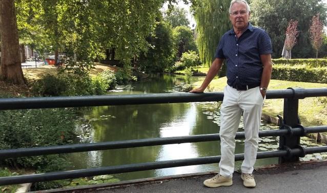Hans van Dis, tijdelijk schipper zonder boot. Je kunt de Yselvaert steunen via de website: www.rondvaartenijsselstein.nl (Foto: Karin Doornbos)