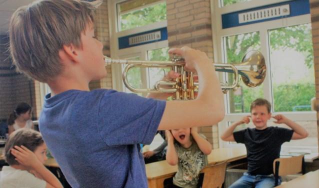 De kennismaaklessen vinden direct na schooltijd plaats en is een pilotproject om nog meer jeugd te enthousiasmeren voor muziekles.