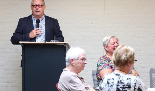 Wethouder Pim van Teffelen prijst de organisatie van de zomeractiviteiten voor haar inzet. FOTO: Jan Hermens