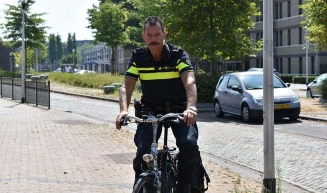Held Henny is wijkagent: 'Ik maak zoveel mee, ik schrijf nog eens een boek'