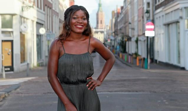 Over Kizomba: 'Hier is het geseksualiseerd en jonge vrouwen in strakke leggings bepalen het beeld.' (Foto: Peter van Zetten)