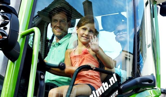 De firma Hoftijzer uit Aalten stond er kinderen mochten een rondje meerijden in de Fendt 718 Vario, met een vermogen van 188 pk.