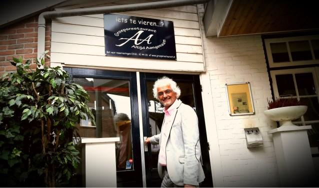 Peter Samwel zet graag de deur voor iedereen open: Welkom in het Café van Verdieping om belevingen te delen.