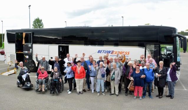 Hersenletsel.nl leden bij de bus