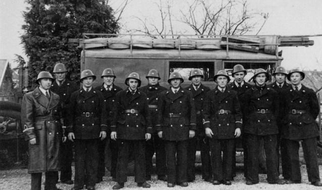 Brandweer Didam bestaat 200 jaar en dat wordt gevierd met een fototentoonstelling. Hierboven het korps in 1948. (foto: PR)