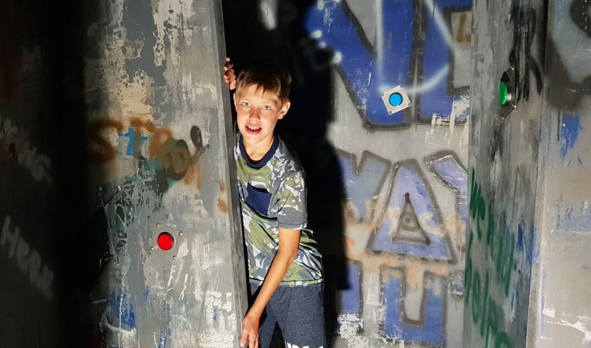 Julian kan niet wachten om de nieuwe attractie Prison Island te gaan spelen bij Gamecity Go Karting Zoetermeer. Foto: Robbert Roos