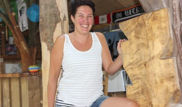 Annemarie van der Wijst organiseert mede het WK Paalklimmen. Een beetje lef en gas geven is haar devies. (foto Wendy van Lijssel)