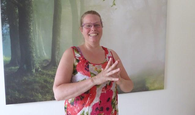 Nicole Binnendijk heeft dit jaar een Lachclub opgericht. Tijdens de maandelijkse sessies van een uur leer je te lachen zonder aanleiding. (foto: Marnix ten Brinke)
