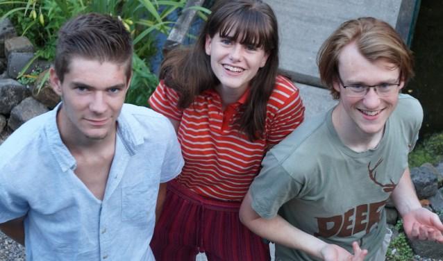Patrick Werkhoven, Leonie Weggeman en Liam Warmels staan klaar om weer een nieuwe jonge lichting jongeren met autisme verder te helpen op het sociale pad en dat doen ze bij jongerensoos Soosjaal