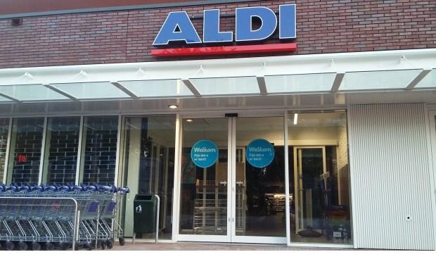 Morgen, woensdag 8 augustus, opent de nieuwe Aldi aan het Zoomwijckplein in Oud-Beijerland de deuren. (foto: Conno Bochoven)