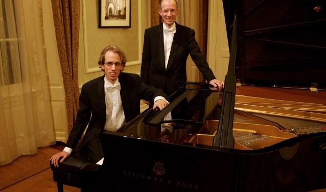Peter en Jaap Eilander musiceren zaterdag 11 augustus in de Fontein. (Foto: de Fontein)