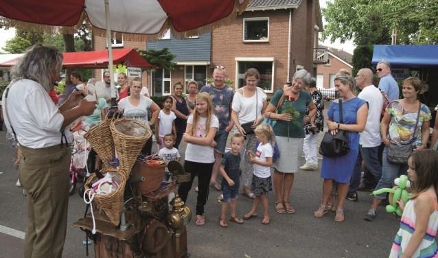 Verkopers, kijkers en kopers tijdens de Zomerfair.