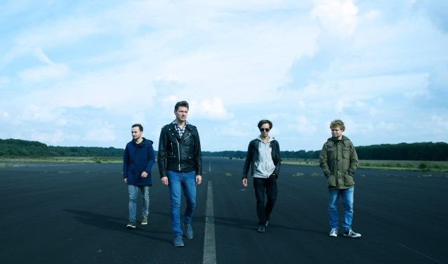 Future Riots is een zeer veelzijdige band, met scheurende gitaren en 'n energieke performance, en daarnaast ook rustige melodische stukken.