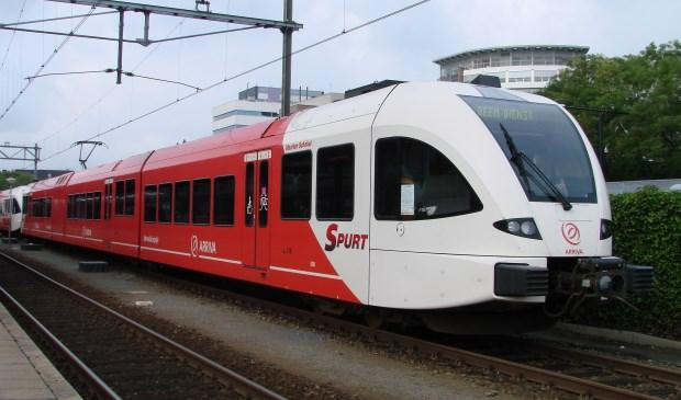 De treinen van de MerwedeLingeLijn worden volgend jaar omgebouwd. (foto: Arco van der Lee)