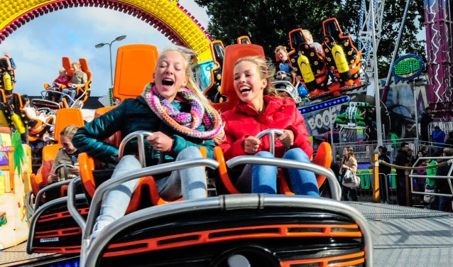 Dolle pret in de attractie Turbo-Polyp van de kermis op het Aarplein. FOTO: Cara Yuan