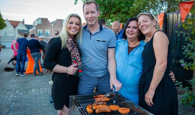 De organisatie van de buurt barbecue. V.l.n.r.:Isabel Plessius, Wilco den Hartog, Nancy Elfrink en Kirsten Heukels.