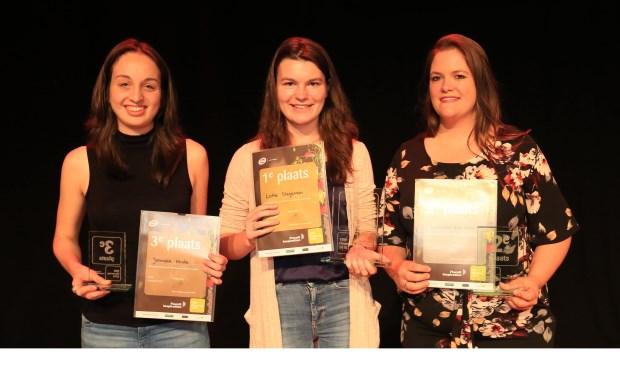 Podium VBW Flowercup 2018 met winnares Lotte Stegeman van Aeres MBO Velp in het midden - fotograaf Ron de Vries