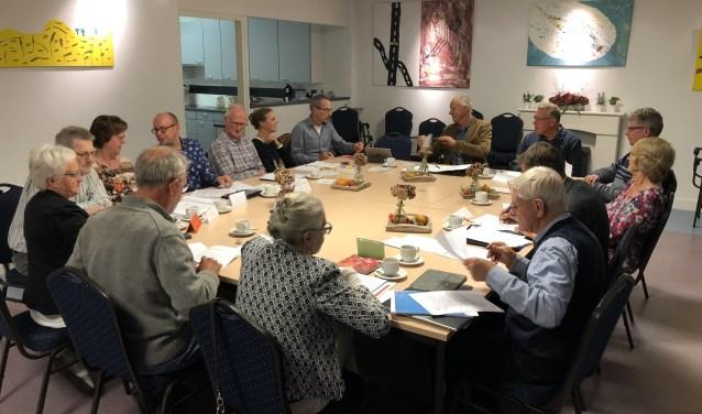 De intentieovereenkomst werd door de zes Liemerse kerkgemeenschappen ondertekend in de kerk van Lobith. (foto: Eric van der Wal)
