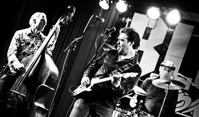De C-Jays, van links naar rechts: bassist Jan Borgers, gitarist-zanger Joop van Orsouw en drummer Clemens-Jan Langens. Foto: Marco van Rooijen