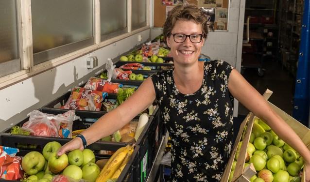 Vrijwilliger Karina de Jong zet zich in voor Voedselbank De Bilt