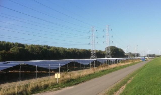 Solar Park Scaldia aan de rand van het Sloegebied in Vlissingen-Oost beslaat 39 hectare. De 151.000 zonnepanelen gaan vanaf eind oktober een kleine 13.000 woningen van energie voorzien. Foto: Conny den Heijer