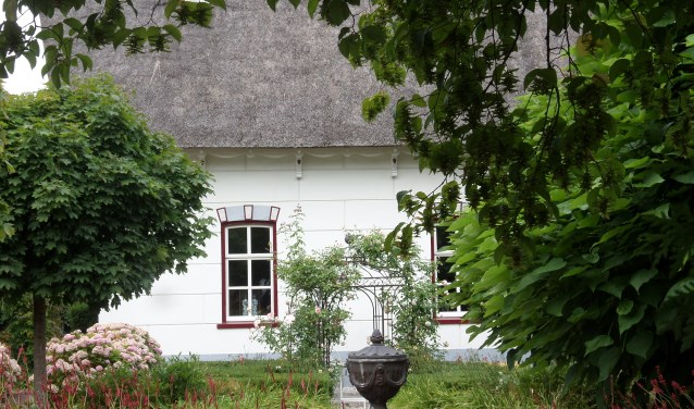 De eigenaren van het Koetshuis in Andel, Roger en Sophia Meij, laten bezoekers het pand aan Julianastraat 1b in Andel zien, op zaterdag en zondag van 10.00 tot 16.00 uur.