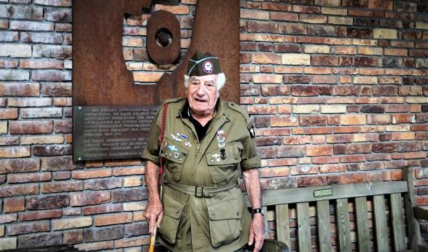 Vincent Speranza voor het Oorlogsmuseum. (foto: Jacques Hendrix).
