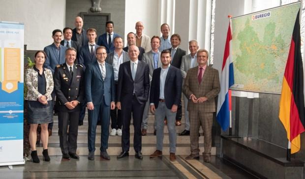 Gemeente Enschede, Stadt Münster en de EUREGIO hebben op donderdag 6 september een intentieovereenkomst getekend met onder meer Airbus, het Nederlands Lucht- en Ruimtevaartcentrum (NLR) en het Deutsches Zentrum für Luft- und Raumfahrt (DLR). De samenwerking is gericht op het verbeteren van de effectiviteit van de hulpdiensten in het grensgebied door gebruik te maken van innovatieve mobiliteit door de lucht.