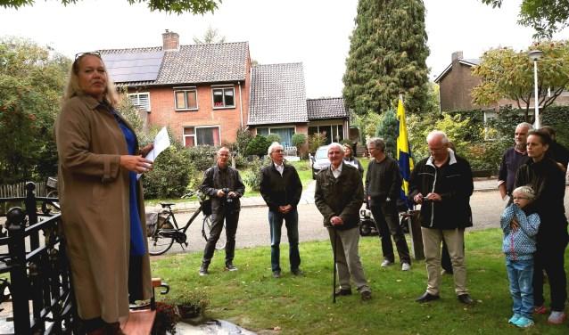 Stadsdichteres Larissa Verhoeff heeft haar eerste openbare optreden in haar eigen Bennekom, in de Elterse Hof!