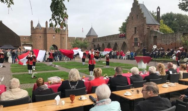 Vendelhulde op het kasteel op kermismaandag