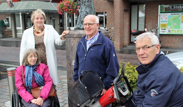 Anja Matheij, Alma Zwart, Reinier ten Have en Harry van 't Hul zijn vier leden van de PWT. Foto Dick Baas