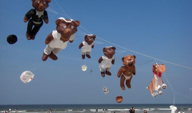De berenfamilie is binnenkort ook te zien op Vliegerfeest Dinkelland.