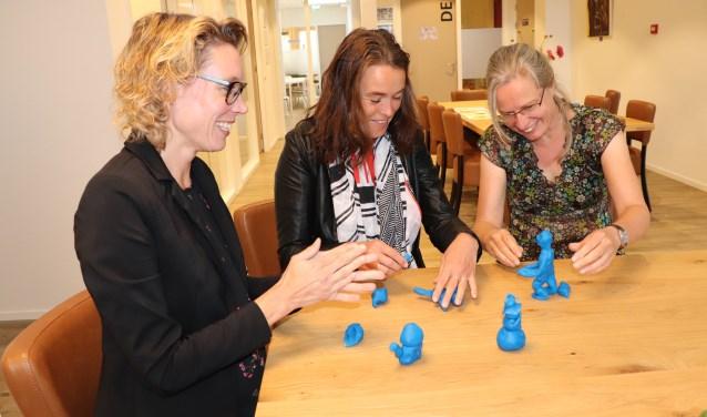 Judith Verkade, Els Venus en Simone van Ee zijn al begonnen met het thema van de Week van de Opvoeding 'Opvoeden is samenspel.