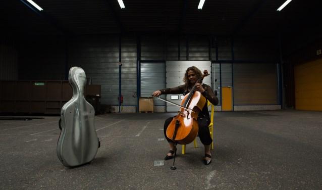 Bedenker van het dirigeerproject 'Met Uw Orkest' is celliste Anne Knappstein.