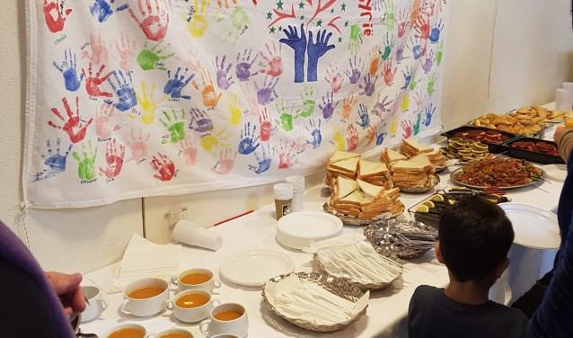 Syrisch diner in kerk na gezamenlijke Syrische en Nederlandse dienst. (Foto: G. Zaghtiti)