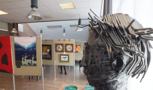 Diverse vormen kunst zijn te zien, vervaardigd door (oud)inwoners van Norodeinde. Foto: Jolanda van Oene