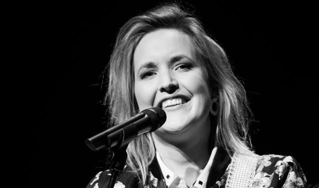Singer-songwriter Leonie Meijer treedt op donderdag 25 oktober op in De Weverij in Zierikee. FOTO: Natascha Verheij