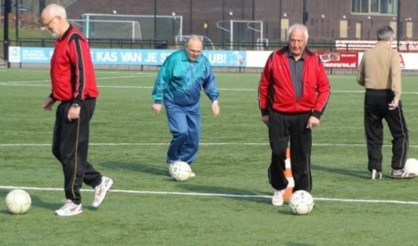 Bij vv. Rijsoord gaat bij voldoende belangstelling het Walking Football voor 60-plussers van start (foto: PR)