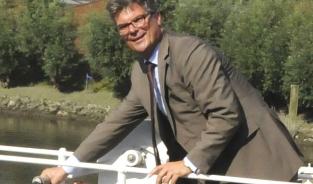 Dijkgraaf Hans Oosters tijdens de heropening van de gerestaureerde Stolwijkerschutsluis. Foto: Marianka Peters