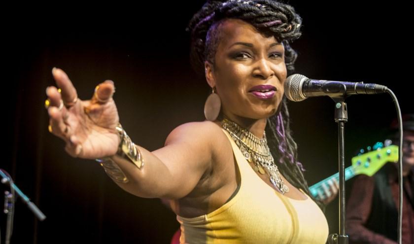 Kat Riggins (USA), zaterdag 8 september op het JJ's Blues & Roots Festival. (foto-credits: Walter Vanheukelom)