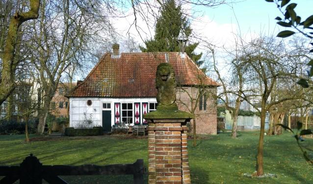 de verborgen kapel van ISSELT, die er al sinds 1339 staat in het bedrijventerrein