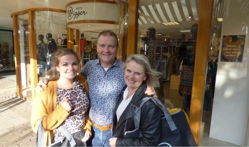 Daphne, Paul en Josephien Wigger vieren het 60-jarige jubileum van Wigger Mode natuurlijk met de klanten. Op 18 september is de officiële jubileumdag.