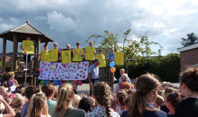 Johan Schouten nam na bijna 30 jaar afscheid van de Juliana van Stolbergschool. Fot0o: Erna Heenck